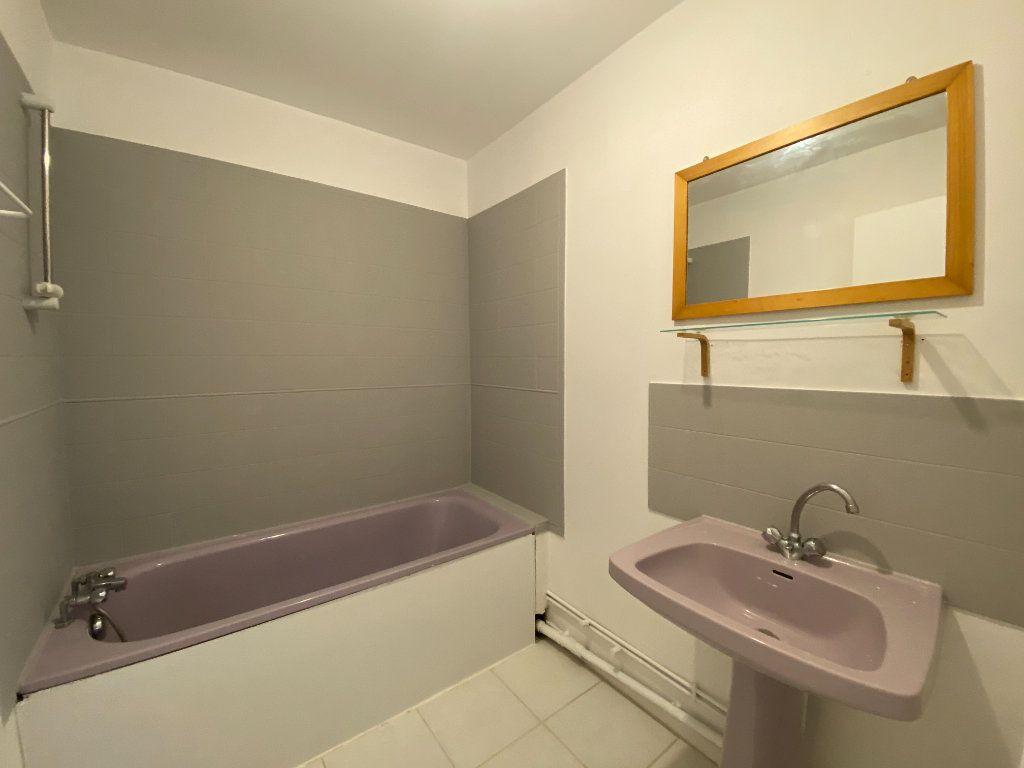 Appartement à louer 1 41.2m2 à Marignane vignette-5