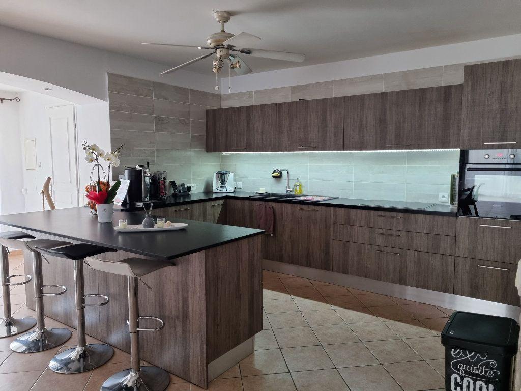 Maison à vendre 4 133m2 à Marignane vignette-2