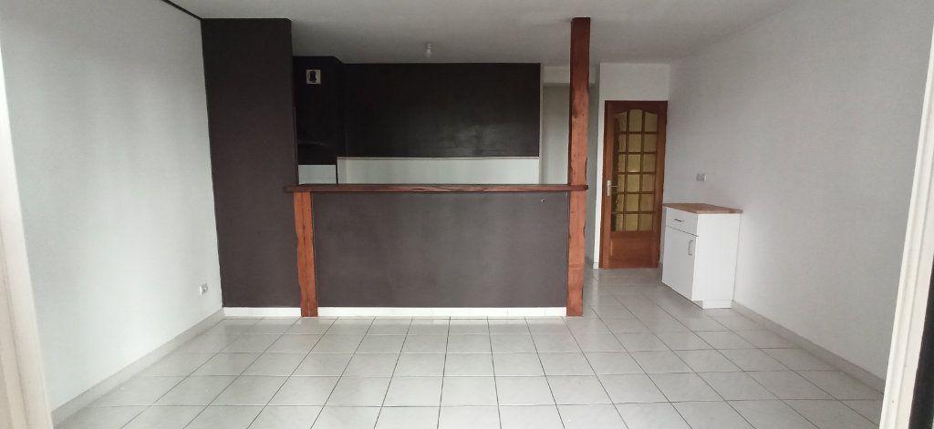 Appartement à louer 3 46m2 à Marignane vignette-2