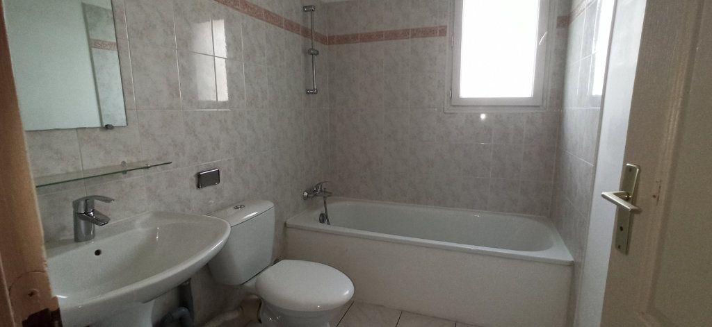 Appartement à louer 3 46m2 à Marignane vignette-4