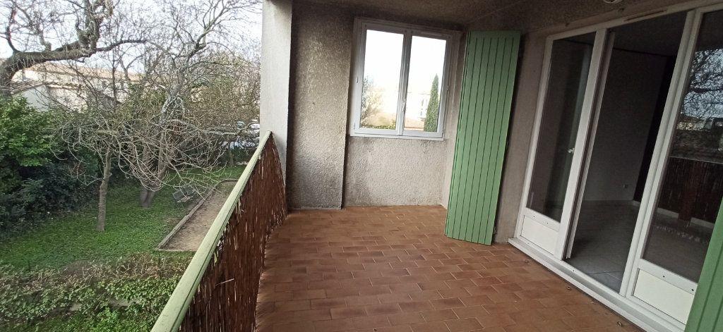Appartement à louer 3 46m2 à Marignane vignette-5