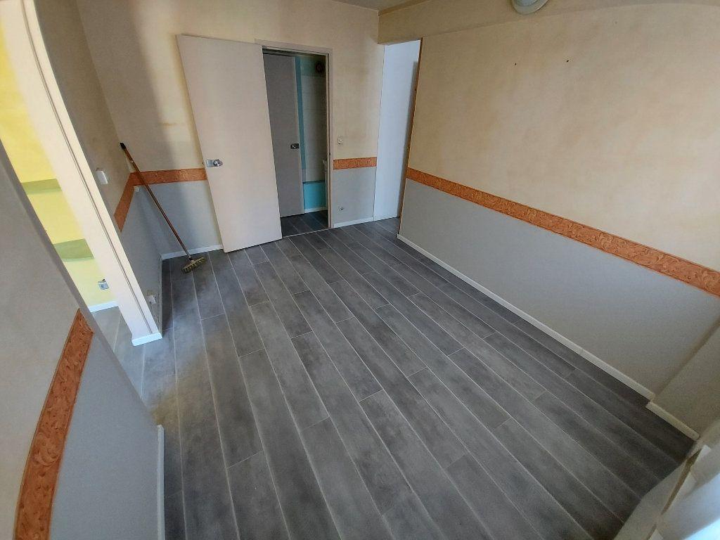 Appartement à louer 2 32.78m2 à Vitrolles vignette-1