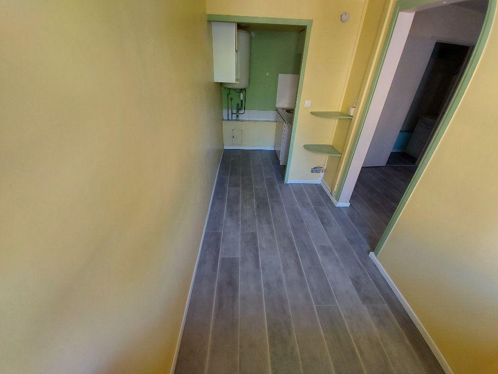 Appartement à louer 2 32.78m2 à Vitrolles vignette-2