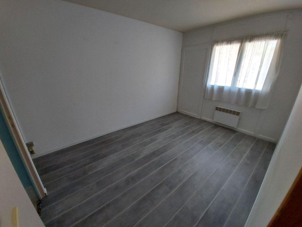 Appartement à louer 2 32.78m2 à Vitrolles vignette-4
