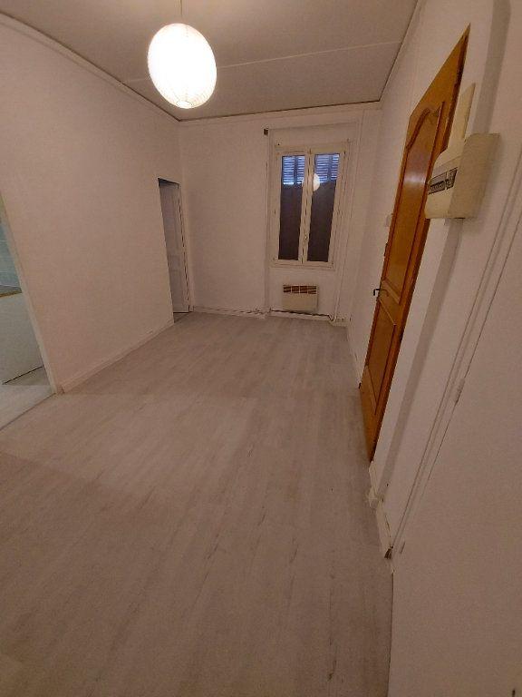 Appartement à louer 2 35.6m2 à Marignane vignette-1