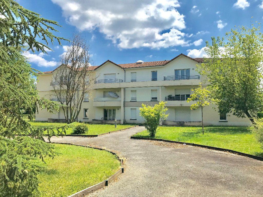 Appartement à vendre 2 51m2 à Terrasson-Lavilledieu vignette-1