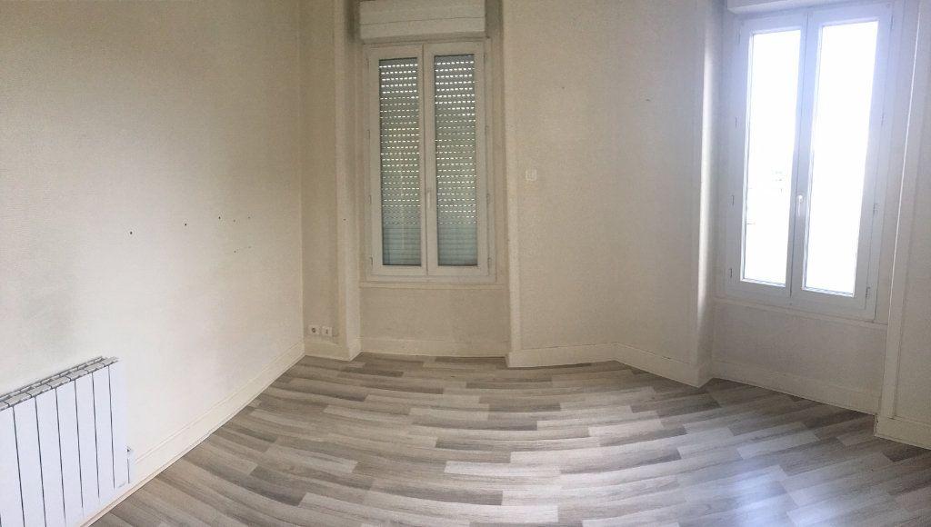 Appartement à louer 2 42m2 à Brive-la-Gaillarde vignette-4