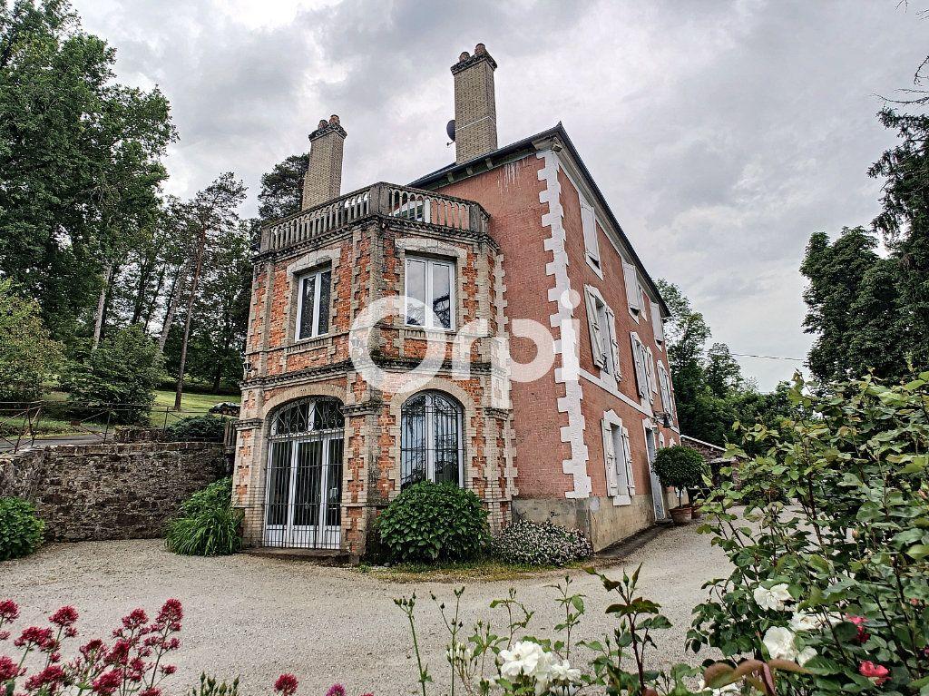 Maison à vendre 12 322m2 à Saint-Pantaléon-de-Larche vignette-1