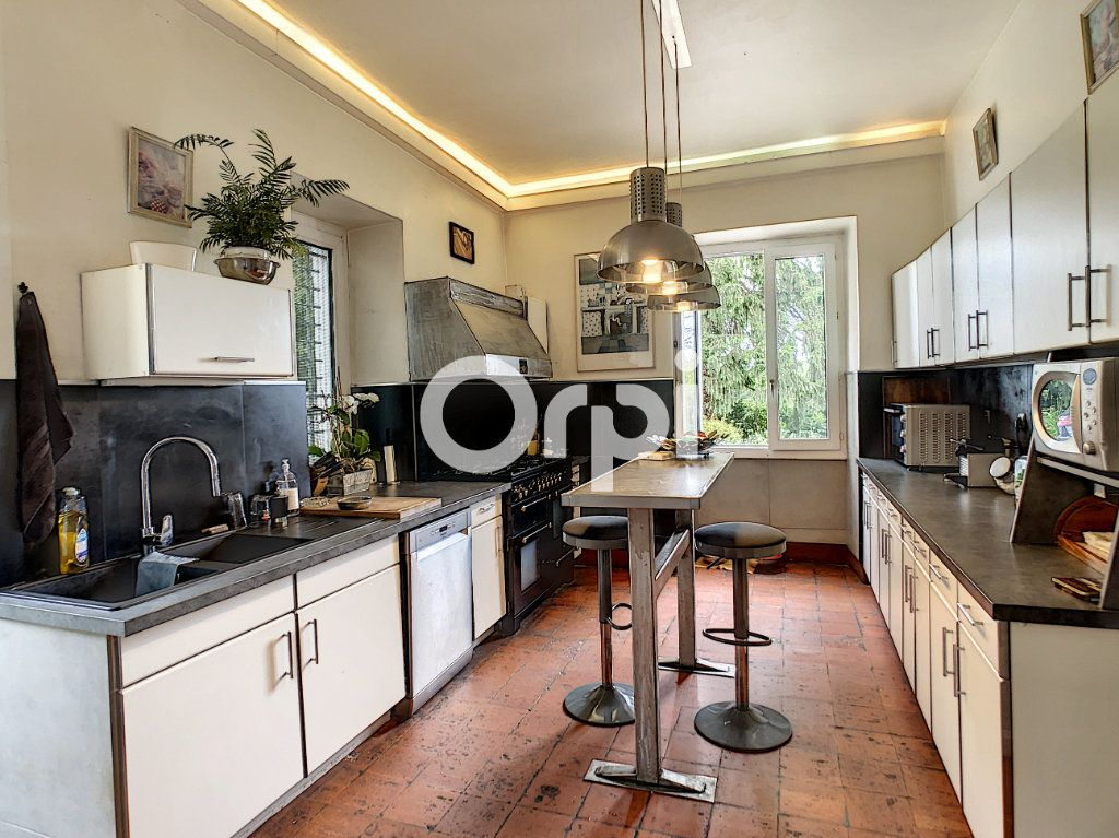 Maison à vendre 12 322m2 à Saint-Pantaléon-de-Larche vignette-9