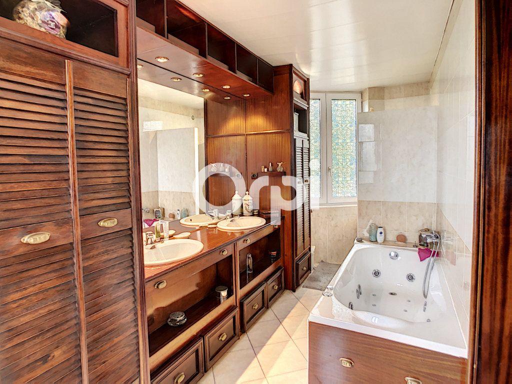 Maison à vendre 12 322m2 à Saint-Pantaléon-de-Larche vignette-13