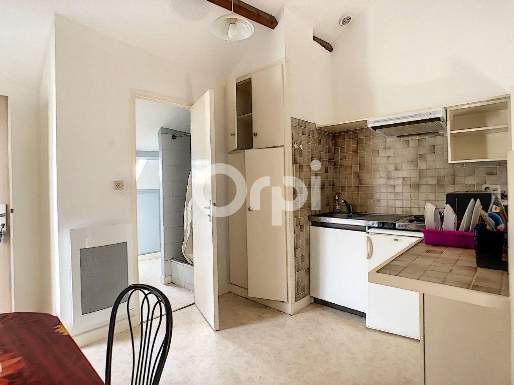 Appartement à louer 1 21m2 à Brive-la-Gaillarde vignette-1