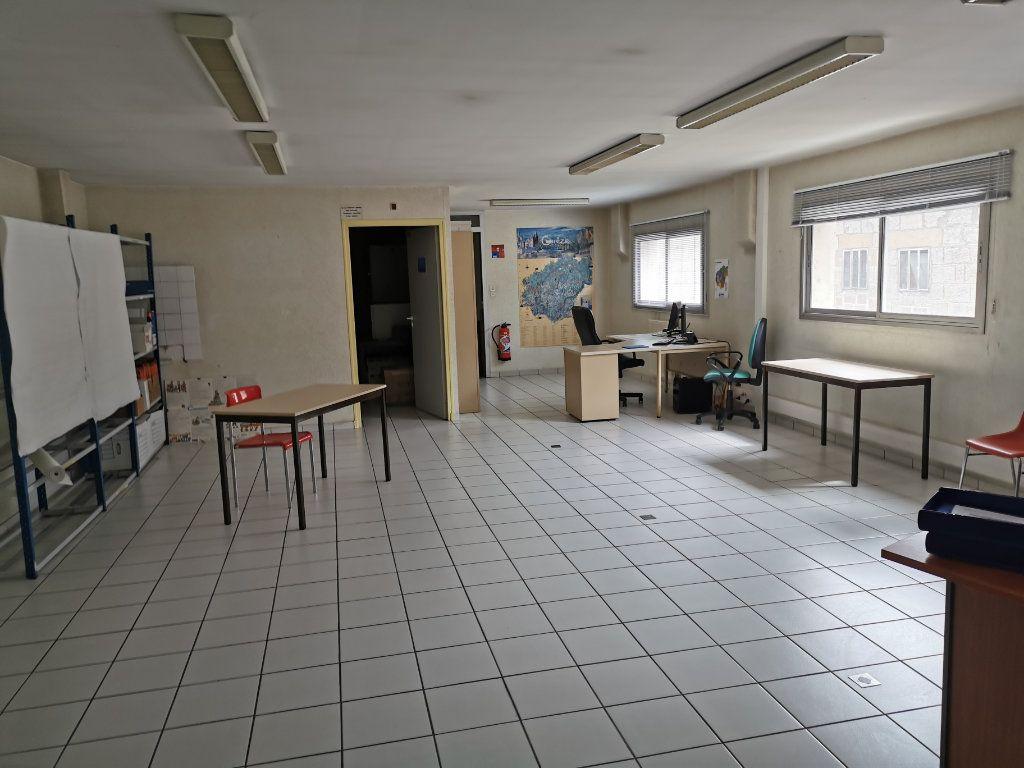 Immeuble à vendre 0 271m2 à Brive-la-Gaillarde vignette-3