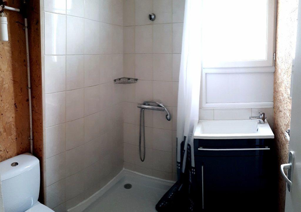 Appartement à louer 1 13m2 à Brive-la-Gaillarde vignette-3