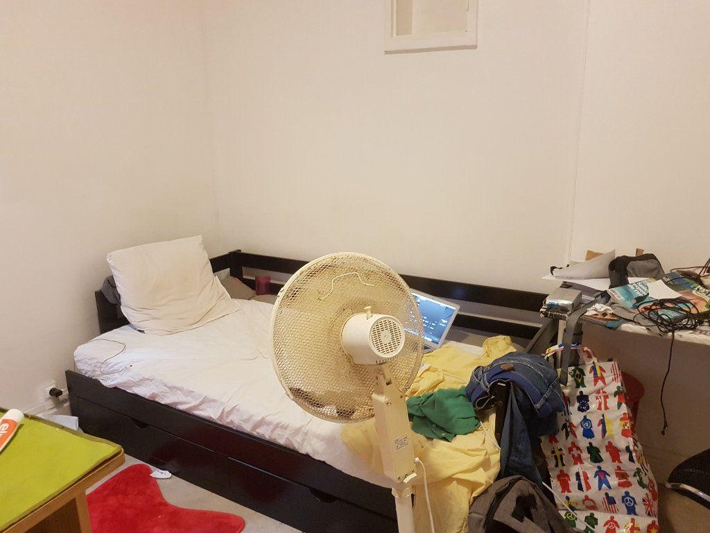 Appartement à louer 1 13m2 à Brive-la-Gaillarde vignette-4