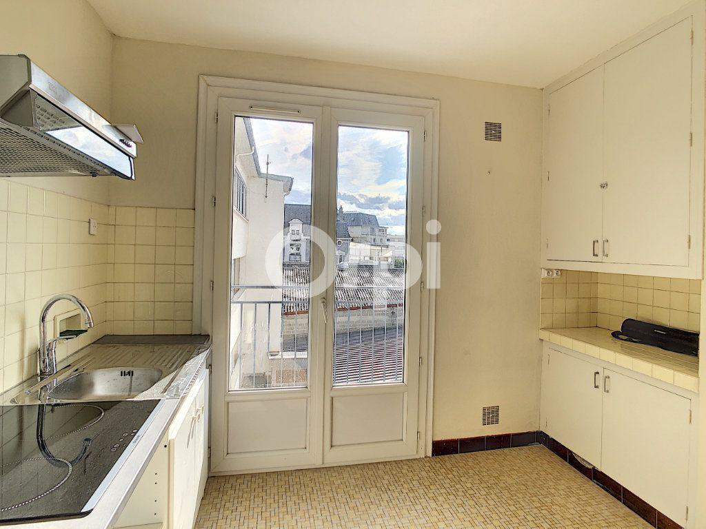 Appartement à louer 2 51m2 à Brive-la-Gaillarde vignette-2