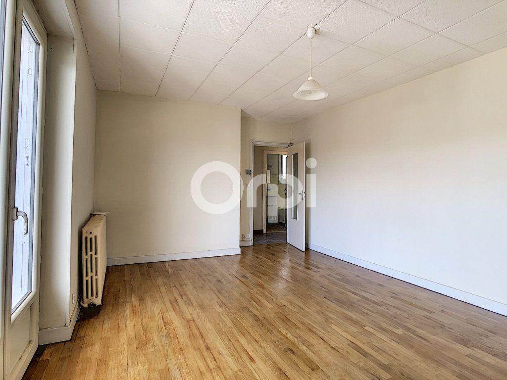 Appartement à louer 2 51m2 à Brive-la-Gaillarde vignette-5