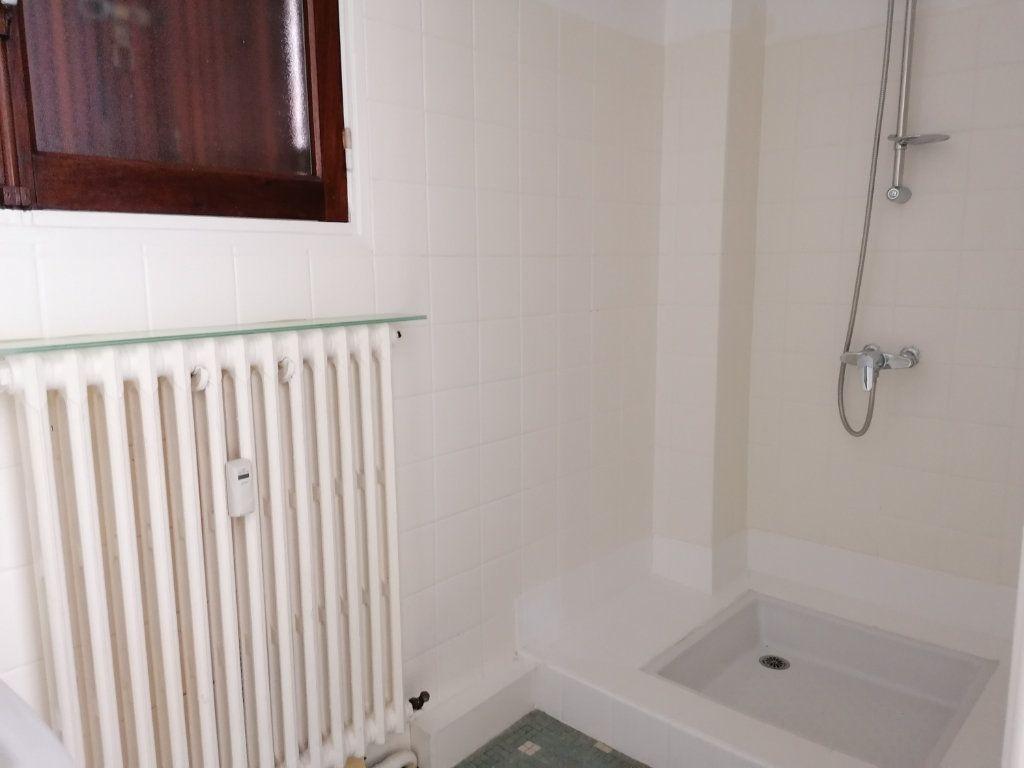 Appartement à louer 2 44m2 à Brive-la-Gaillarde vignette-6