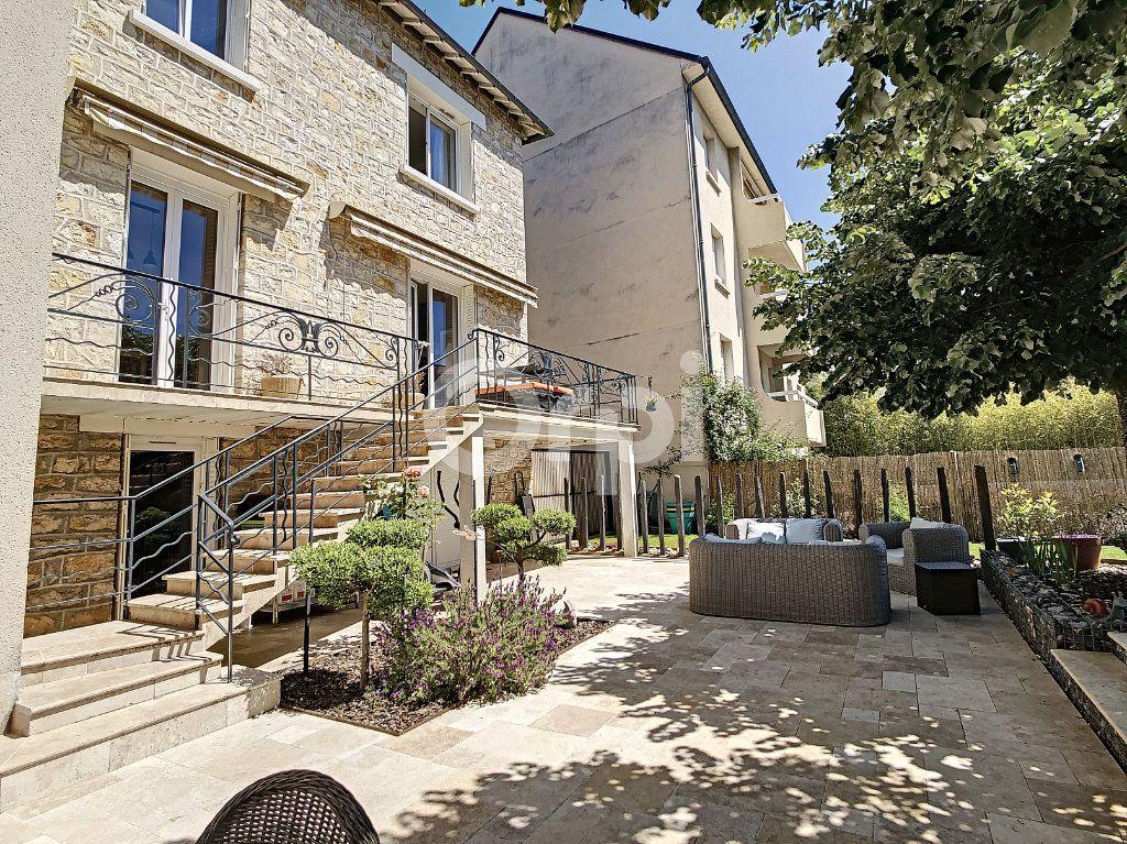 Maison à vendre 7 154m2 à Brive-la-Gaillarde vignette-1