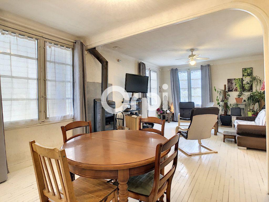 Maison à vendre 6 146m2 à Brive-la-Gaillarde vignette-1