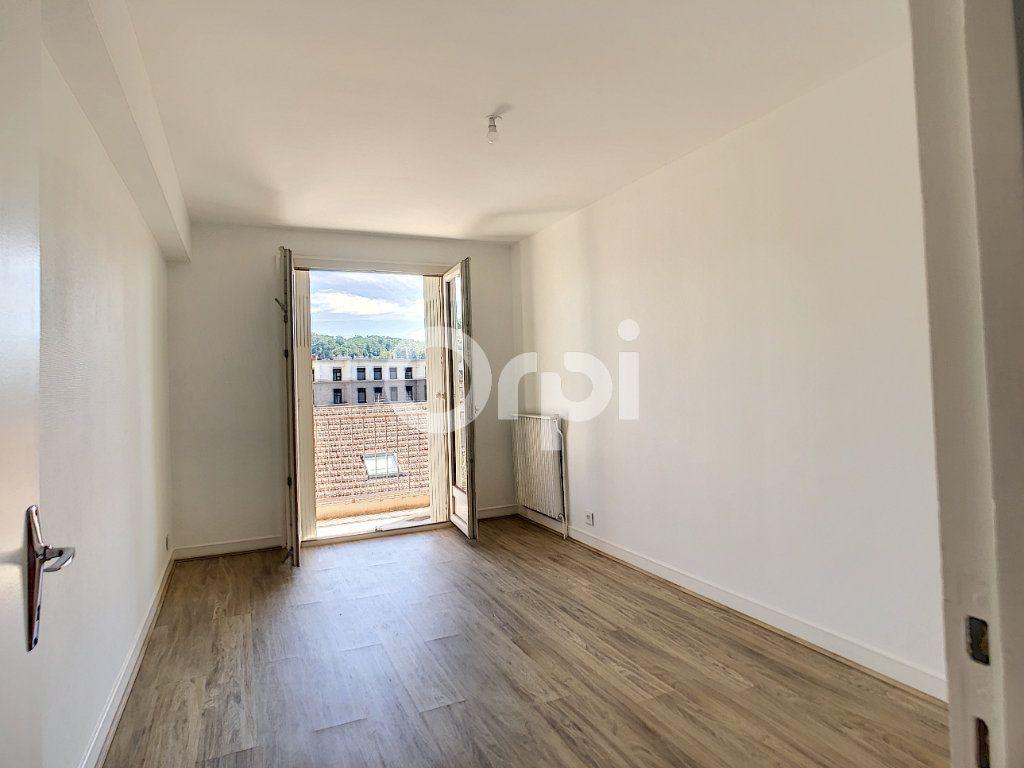 Appartement à louer 3 64m2 à Brive-la-Gaillarde vignette-5