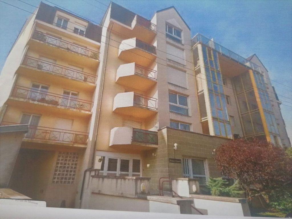 Appartement à louer 1 25m2 à Brive-la-Gaillarde vignette-1