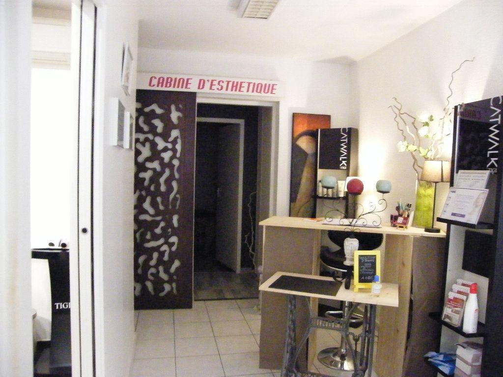 Immeuble à vendre 0 200m2 à Labastide-Saint-Pierre vignette-7