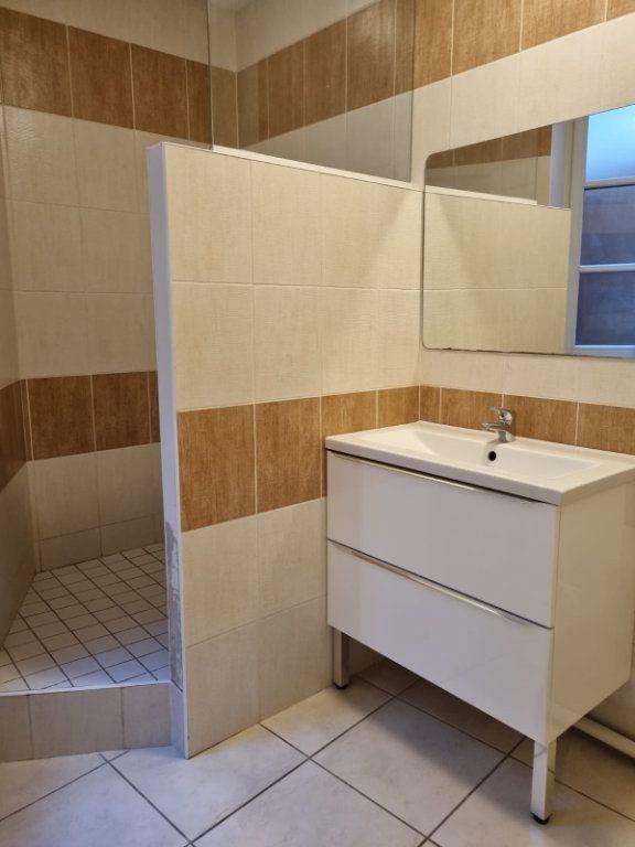 Appartement à louer 1 26m2 à Montauban vignette-5