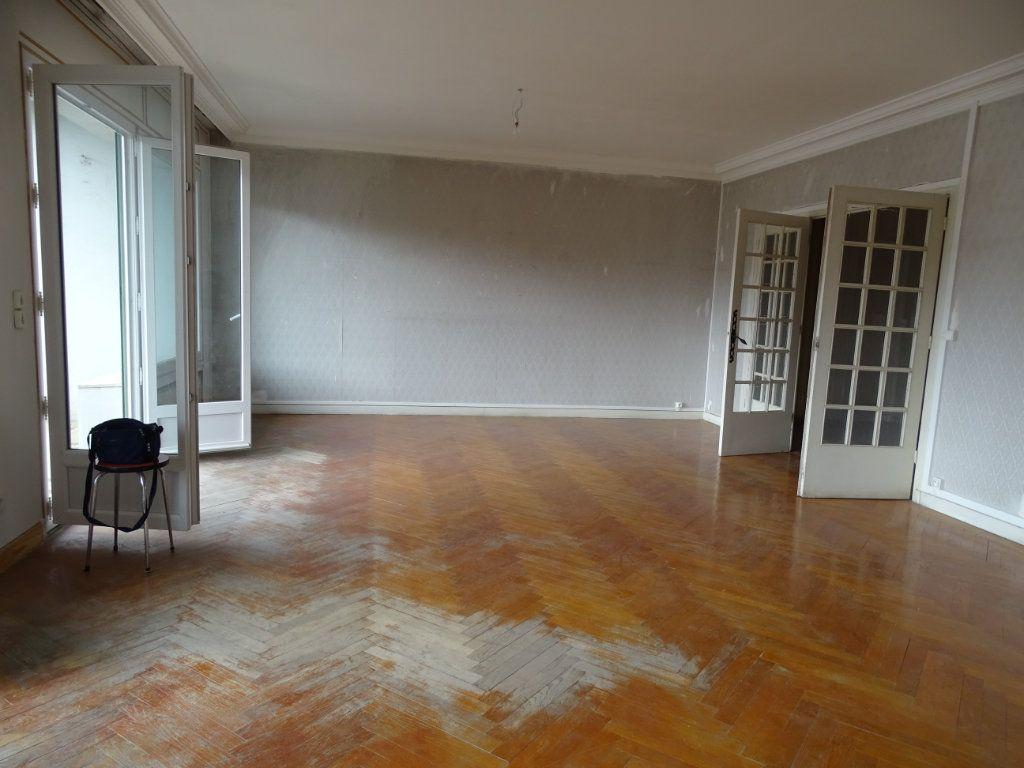 Appartement à vendre 5 122.3m2 à Saint-Étienne vignette-2