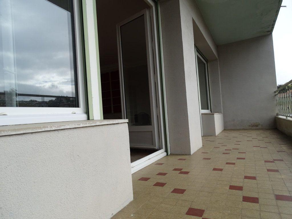 Appartement à vendre 5 122.3m2 à Saint-Étienne vignette-3