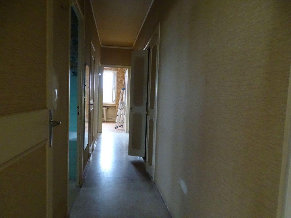 Appartement à vendre 5 122.3m2 à Saint-Étienne vignette-9