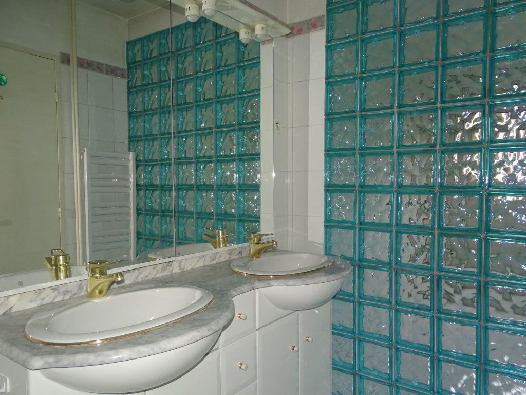 Appartement à vendre 5 94m2 à Saint-Étienne vignette-8