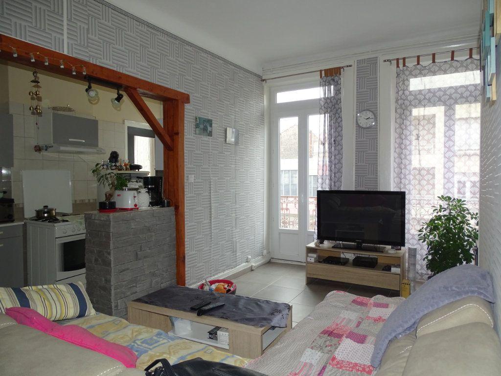 Appartement à vendre 4 89.73m2 à Saint-Étienne vignette-4