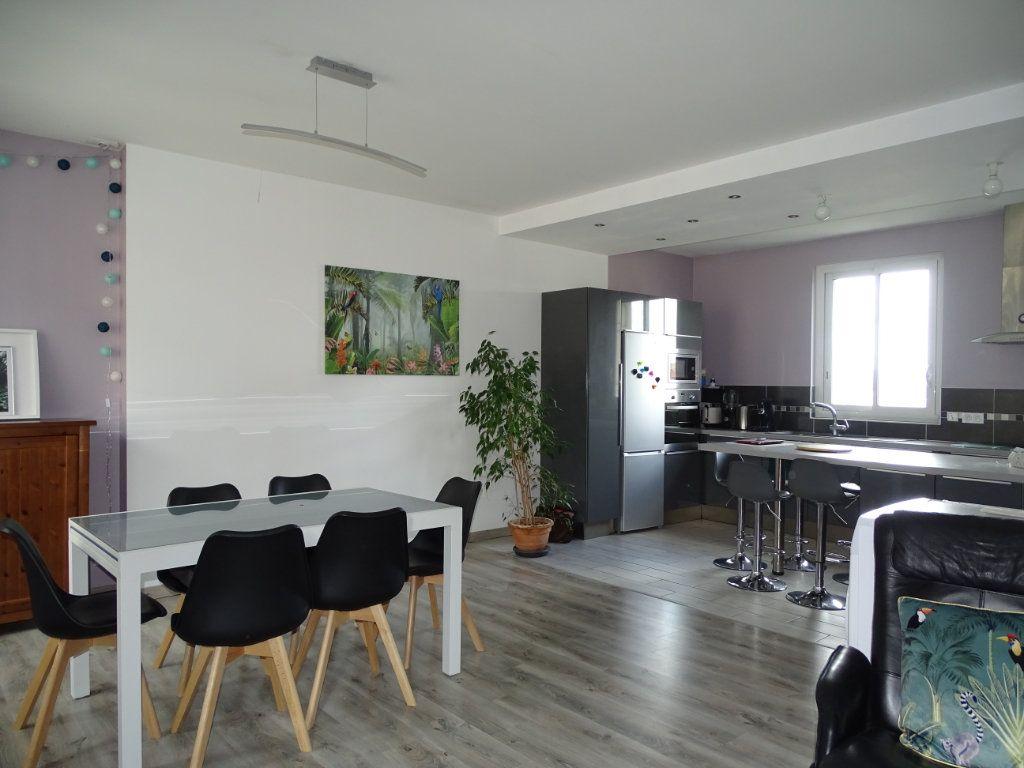 Appartement à vendre 4 96.36m2 à Saint-Étienne vignette-2