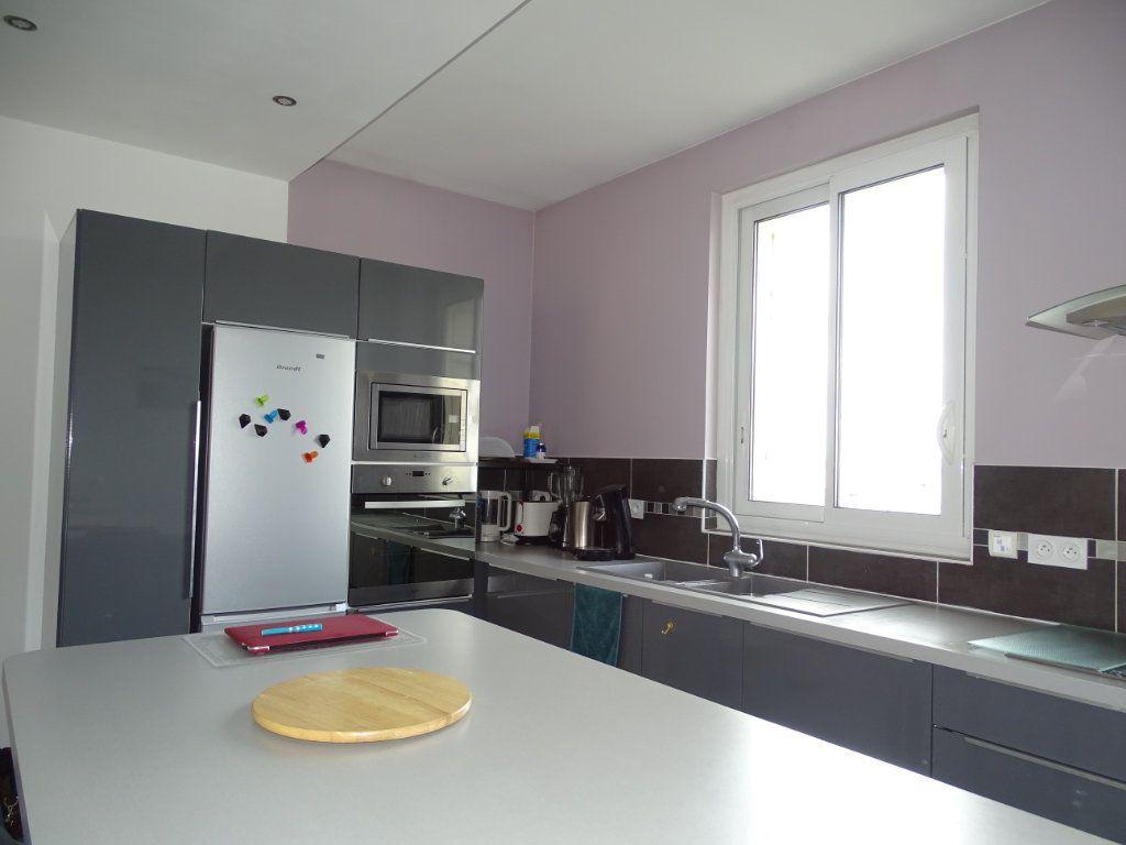 Appartement à vendre 4 96.36m2 à Saint-Étienne vignette-4