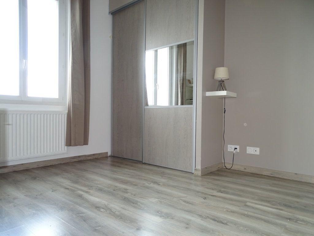 Appartement à vendre 4 96.36m2 à Saint-Étienne vignette-6