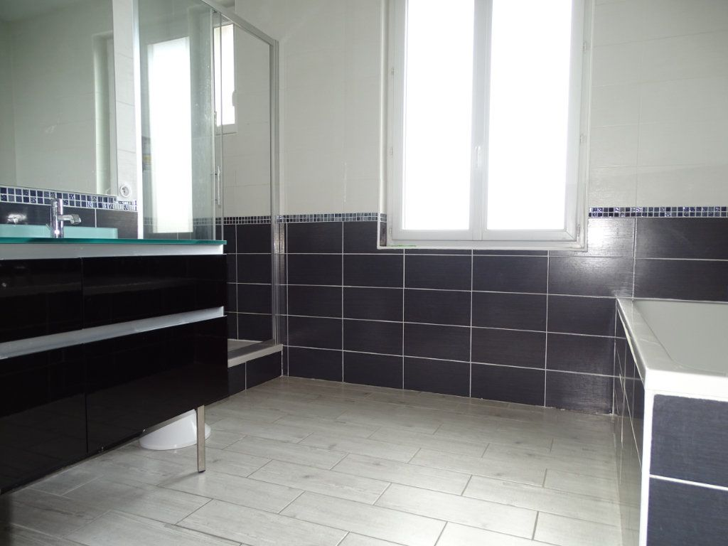 Appartement à vendre 4 96.36m2 à Saint-Étienne vignette-8