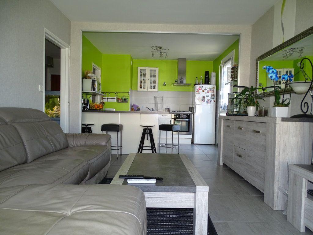 Appartement à vendre 3 61.1m2 à Saint-Étienne vignette-1