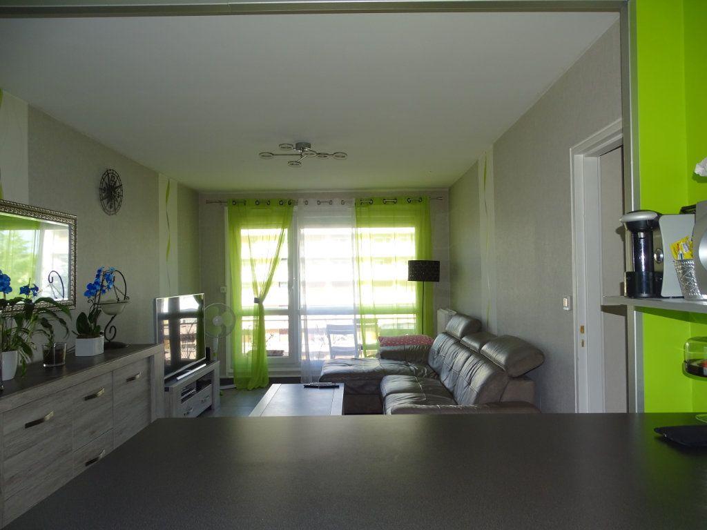 Appartement à vendre 3 61.1m2 à Saint-Étienne vignette-2