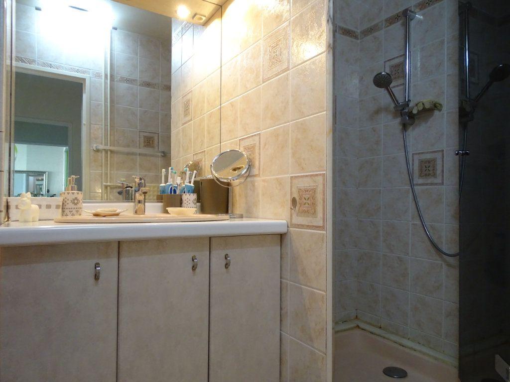 Appartement à vendre 3 61.1m2 à Saint-Étienne vignette-9