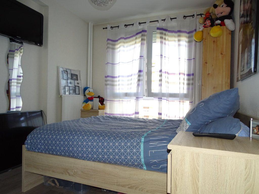 Appartement à vendre 3 61.1m2 à Saint-Étienne vignette-12