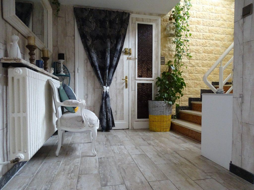 Maison à vendre 6 143.67m2 à Saint-Jean-Bonnefonds vignette-2