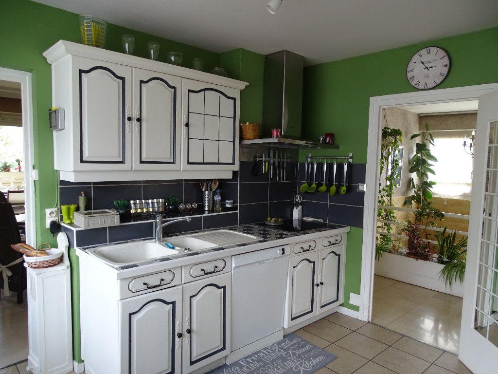 Maison à vendre 6 143.67m2 à Saint-Jean-Bonnefonds vignette-3