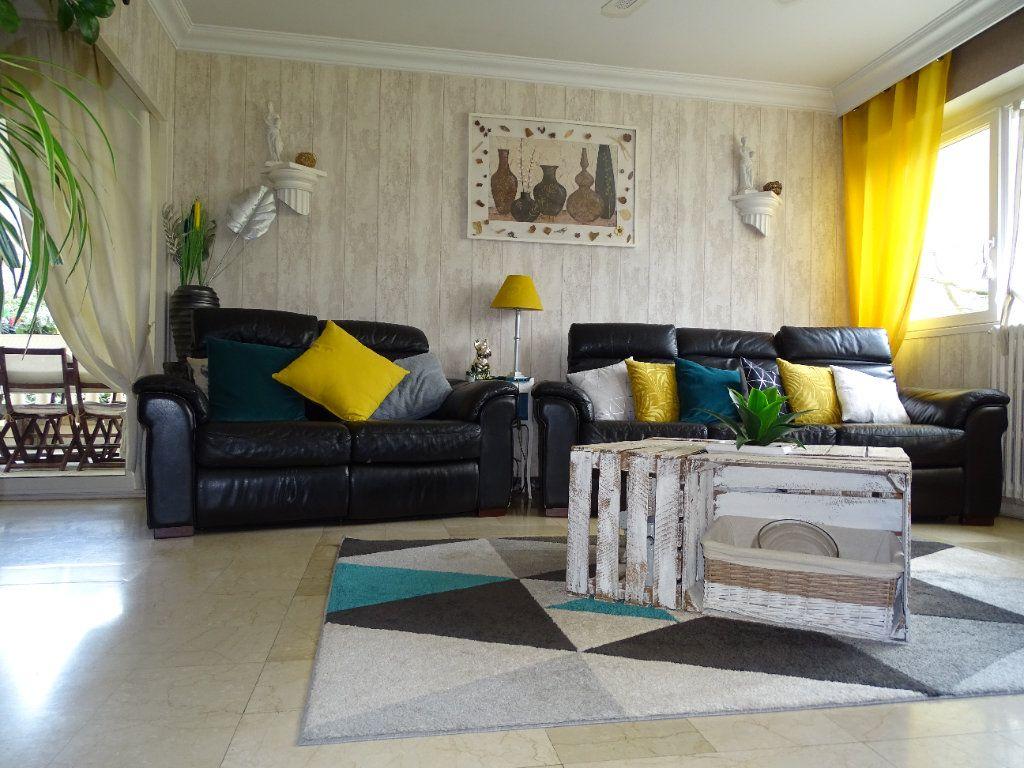 Maison à vendre 6 143.67m2 à Saint-Jean-Bonnefonds vignette-4