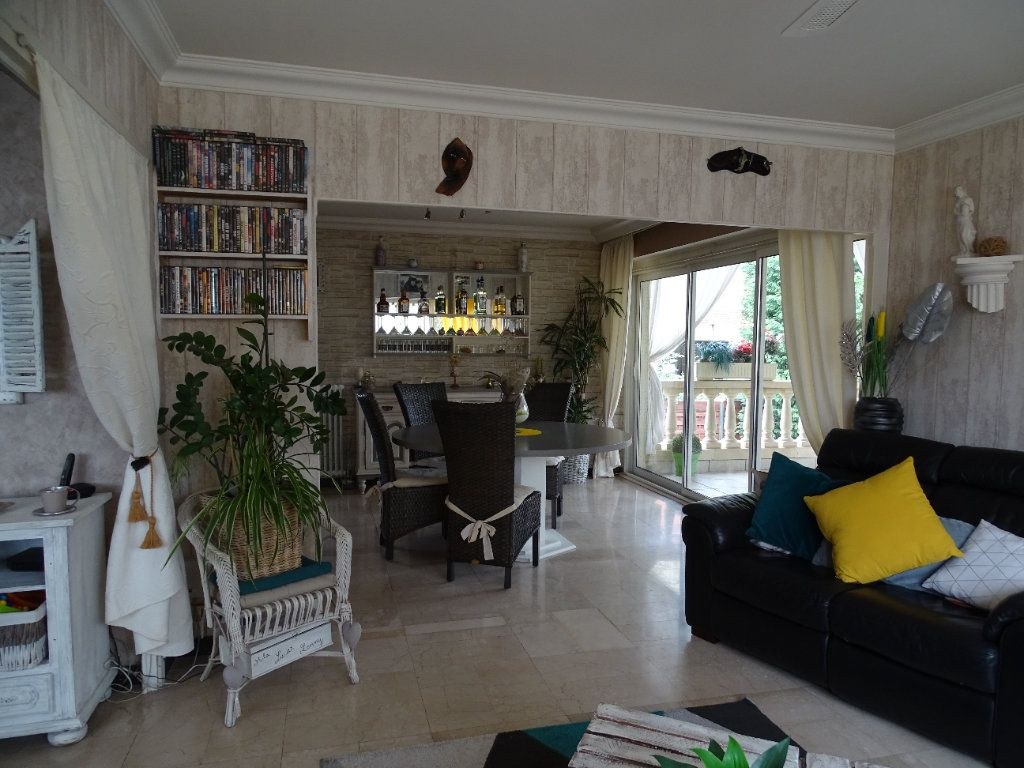 Maison à vendre 6 143.67m2 à Saint-Jean-Bonnefonds vignette-5