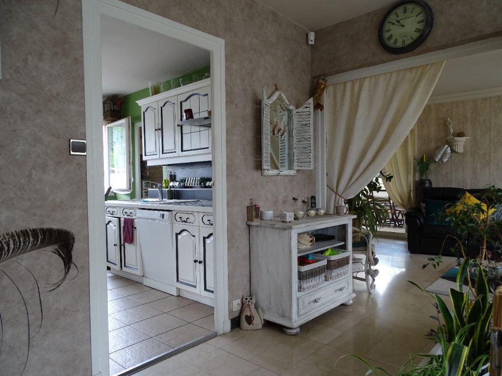 Maison à vendre 6 143.67m2 à Saint-Jean-Bonnefonds vignette-6