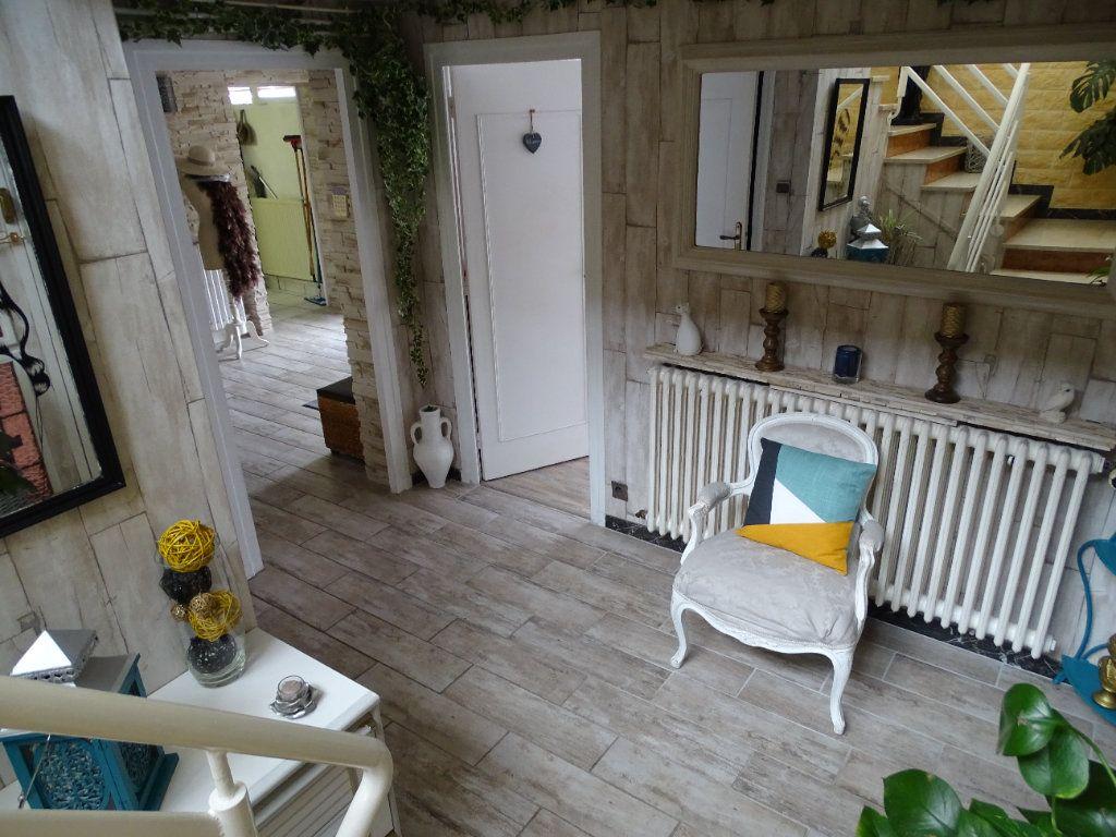 Maison à vendre 6 143.67m2 à Saint-Jean-Bonnefonds vignette-7