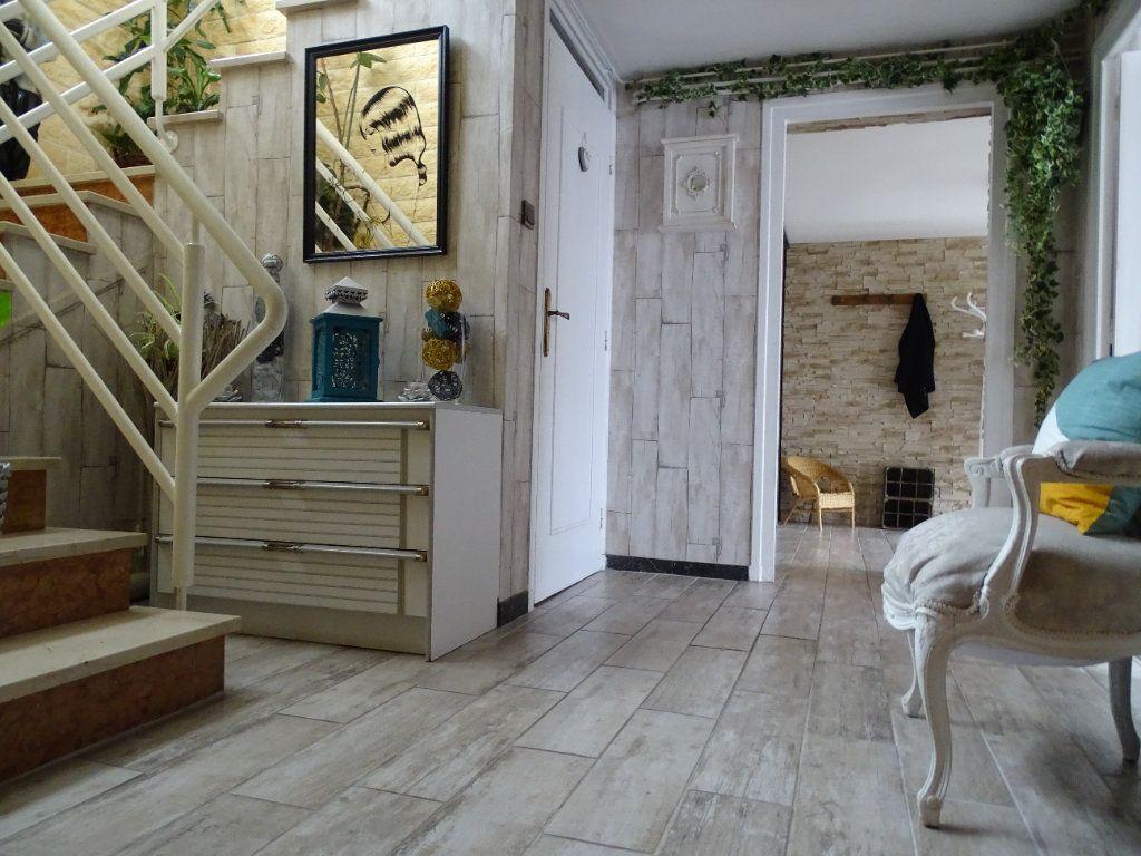 Maison à vendre 6 143.67m2 à Saint-Jean-Bonnefonds vignette-8