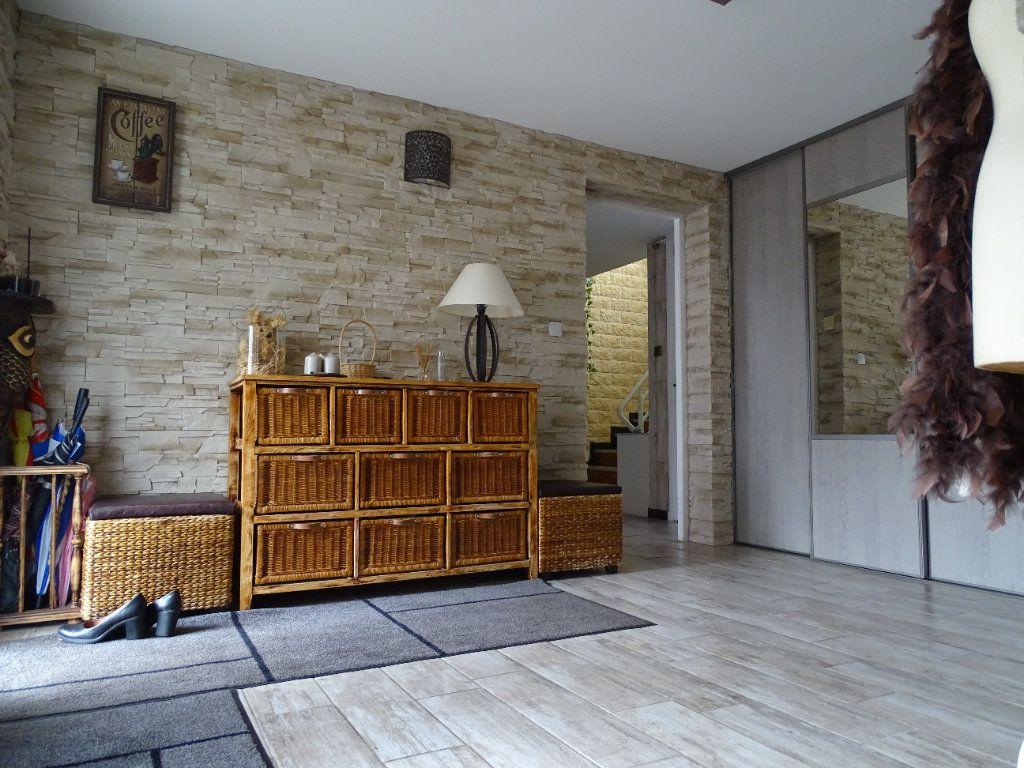 Maison à vendre 6 143.67m2 à Saint-Jean-Bonnefonds vignette-10