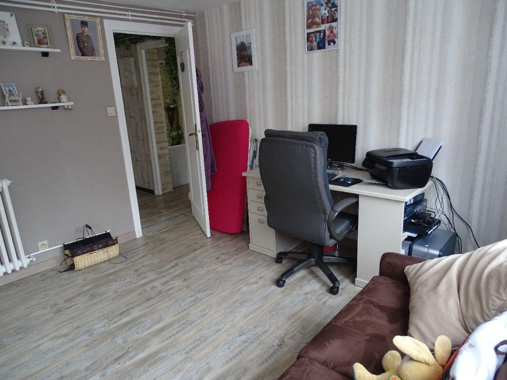 Maison à vendre 6 143.67m2 à Saint-Jean-Bonnefonds vignette-16