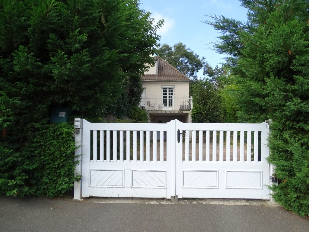 Maison à vendre 8 142.47m2 à Saint-Étienne vignette-1